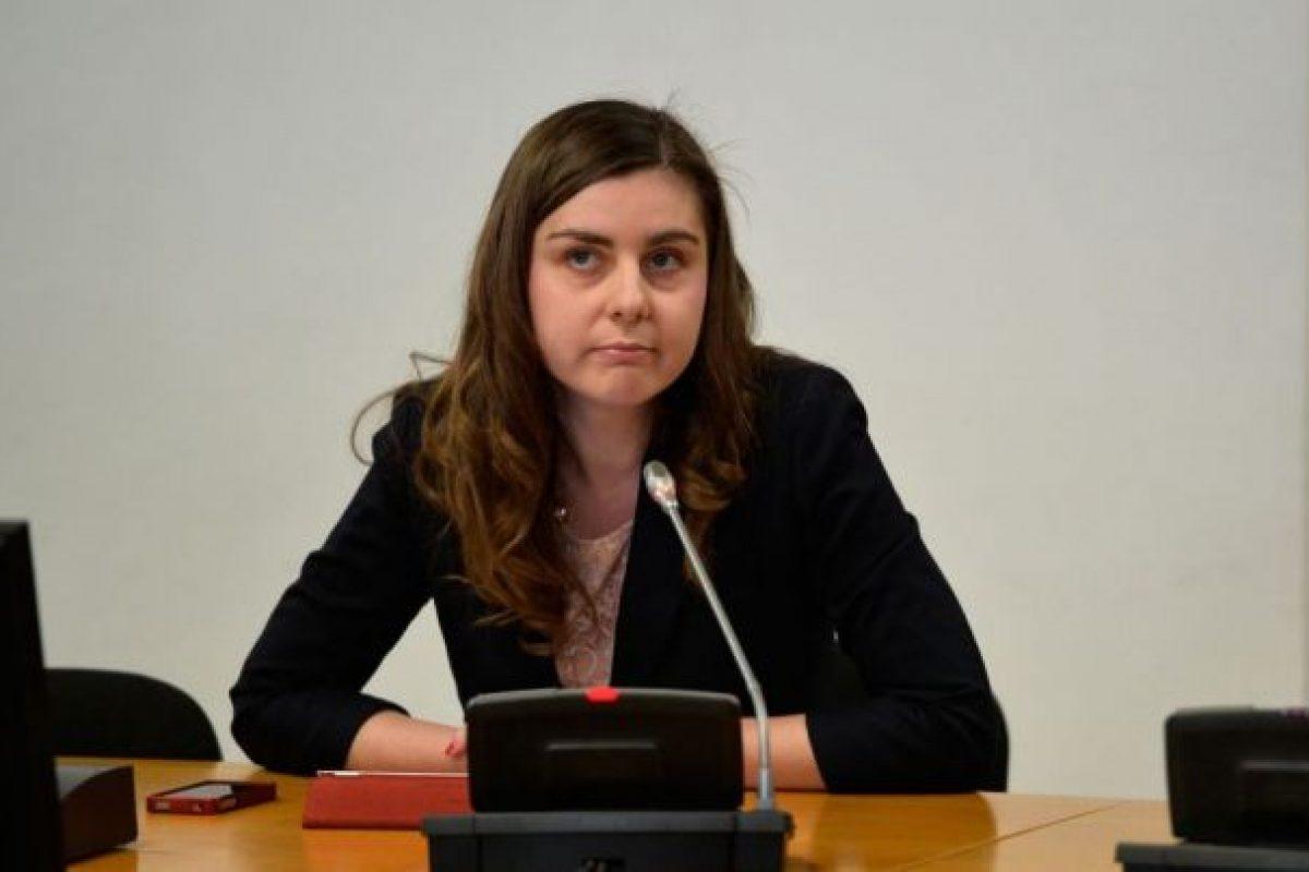 "Ioana Petrescu ""da din casa""- Actualitatea Romaneasca 02.12.2014"