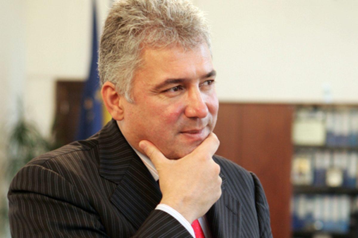 Adriean Videanu şi-a dat demisia de la şefia PDL Bucureşti şi a fost suspendat din partid