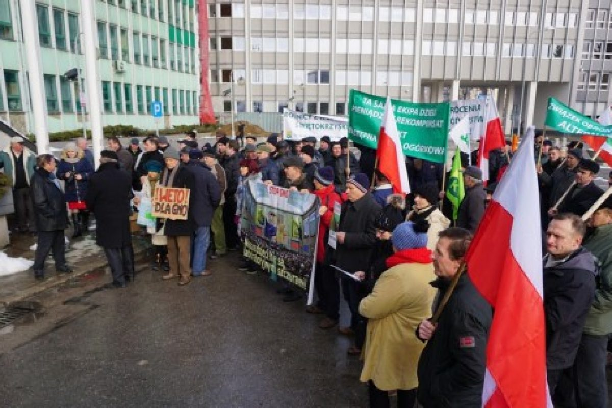 Fermierii polonezi fac revoluție în stradă: Nu vor cu nici un preț ca străinii să le cumpere terenurile