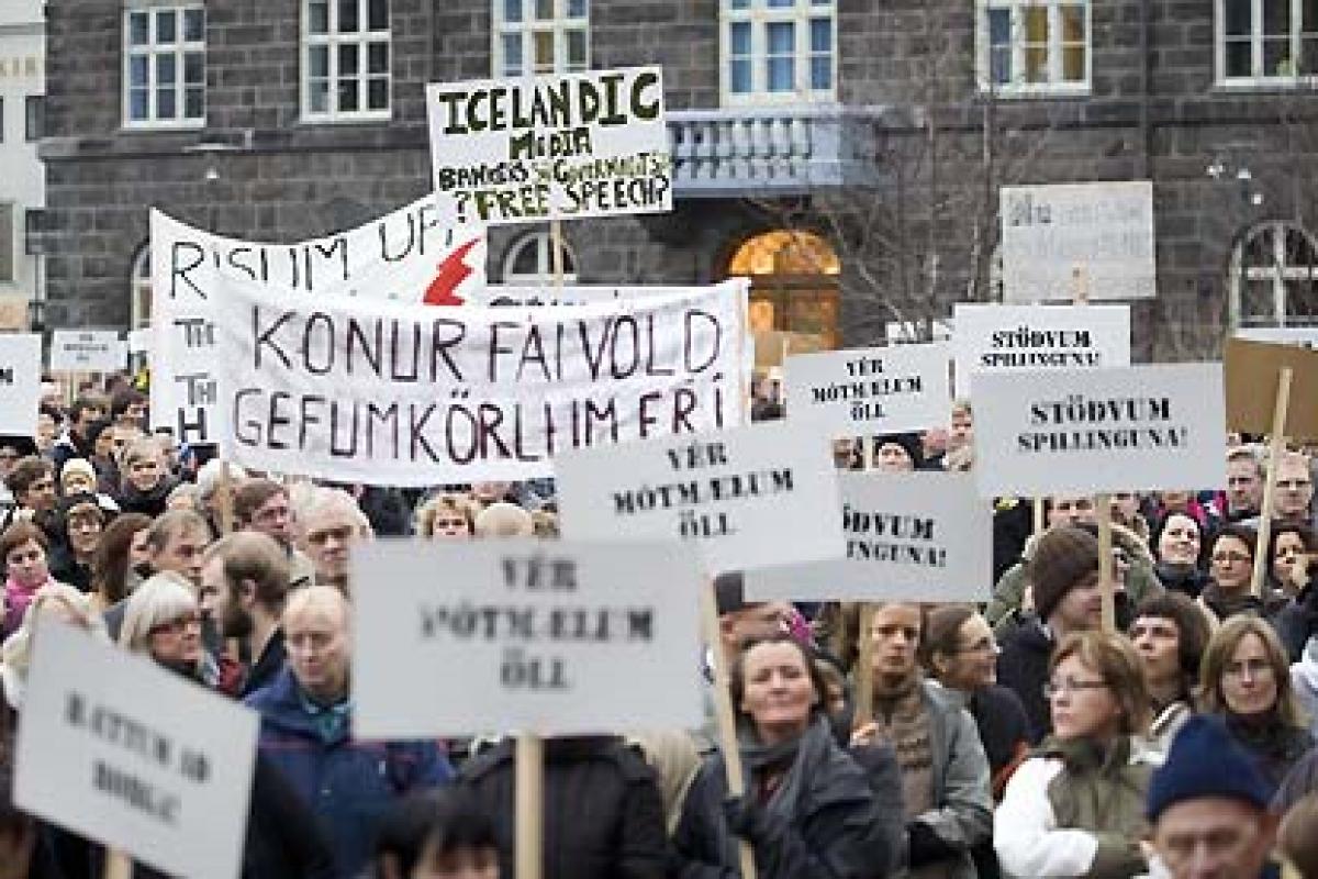 Lecția de economie – Islanda impozitează cu 39% orice transfer bancar către offshore-uri