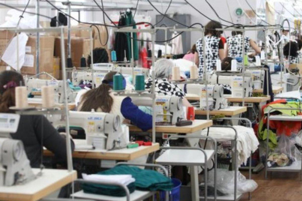 Muncitoare din România nevoite să poarte scutece ca să nu meargă la toaletă în timpul orelor de muncă