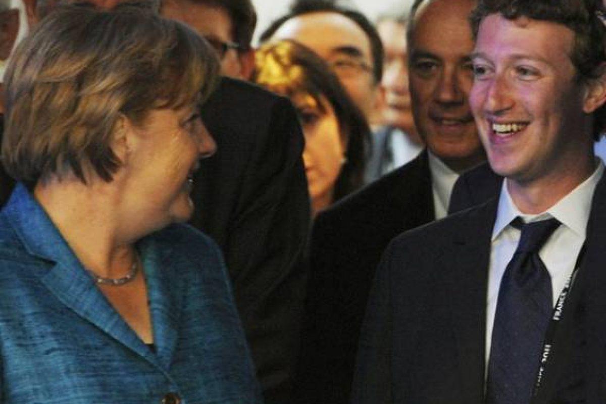 Angela Merkel cenzurează FaceBook