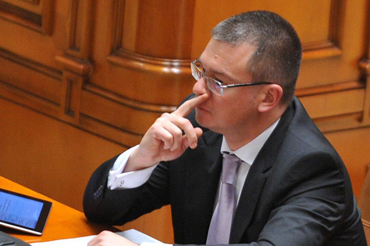 Soţia lui Mihai Răzvan Ungureanu încasează în continuare 84.000 euro de la OMV Viena