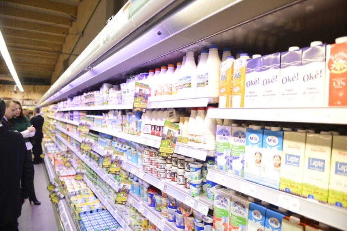 Cum scot marile lanţuri de magazine bani din România