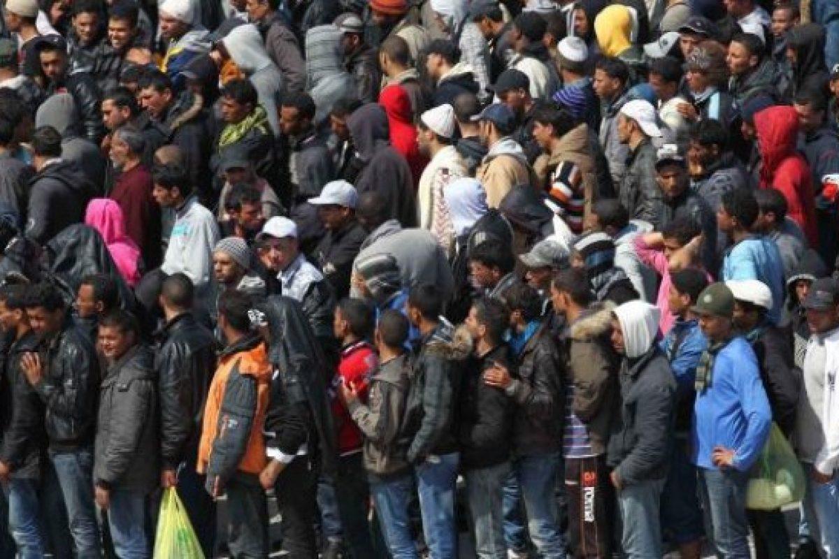 """Mărturii ale unei localnice din Calais, """"Orașul Musulman"""" al francezilor: """"Refugiații sunt peste tot, bat în maşini cu răngi de fier, atacă oamenii, chiar atacă copiii, violează, fură. Este de neînchipuit ceea ce suferim"""" (VIDEO)"""