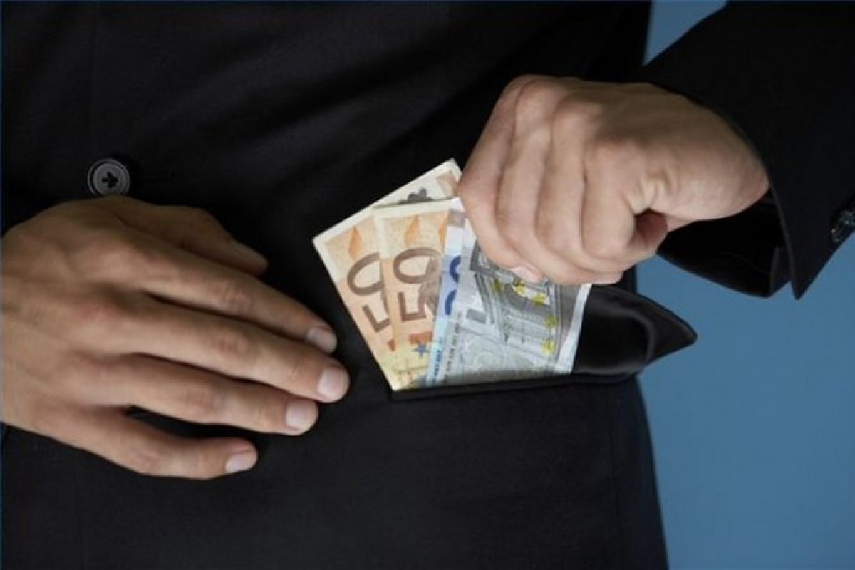 Susţinerea sistemului fraudulos