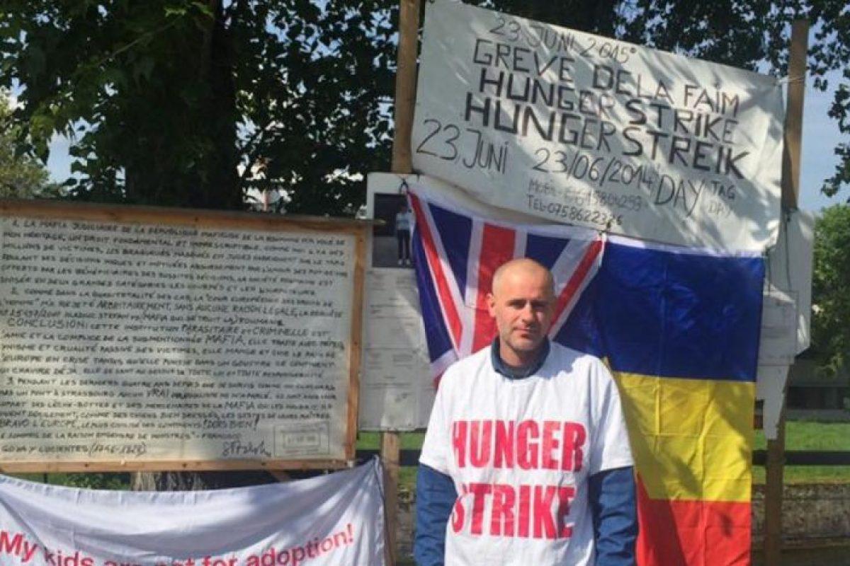 """Românul aflat de 12 zile în greva foamei la Strasbourg, după ce copiii i-au fost daţi unui cuplu de homosexuali din Anglia: """"Sunt nişte oameni foarte puternici"""""""