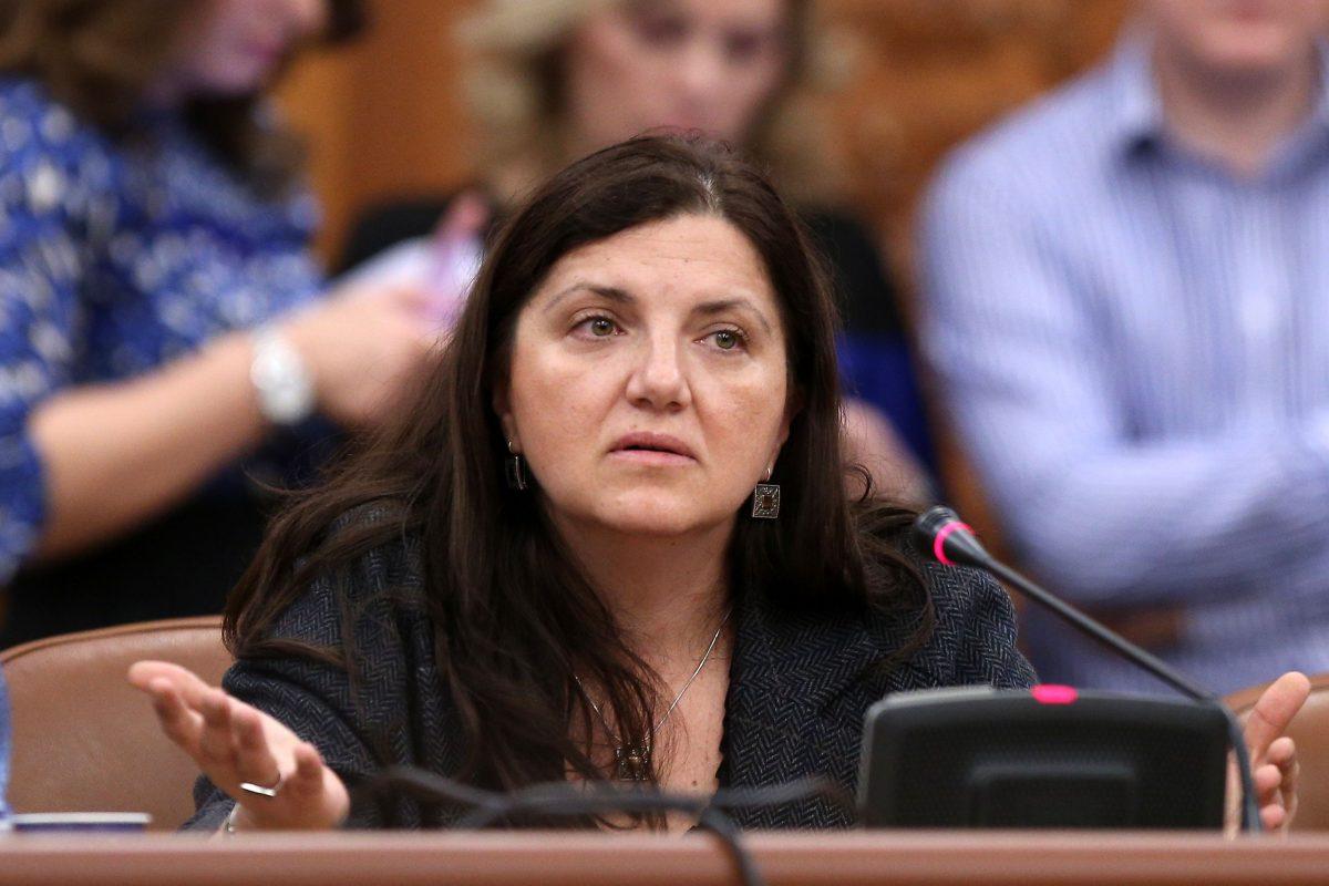 """Raluca Prună are de gând să """"corecteze"""" unele coduri: Dacă furi 100 de oglinzi, iei 30 de ani de închisoare, pentru omor iei 18 ani"""