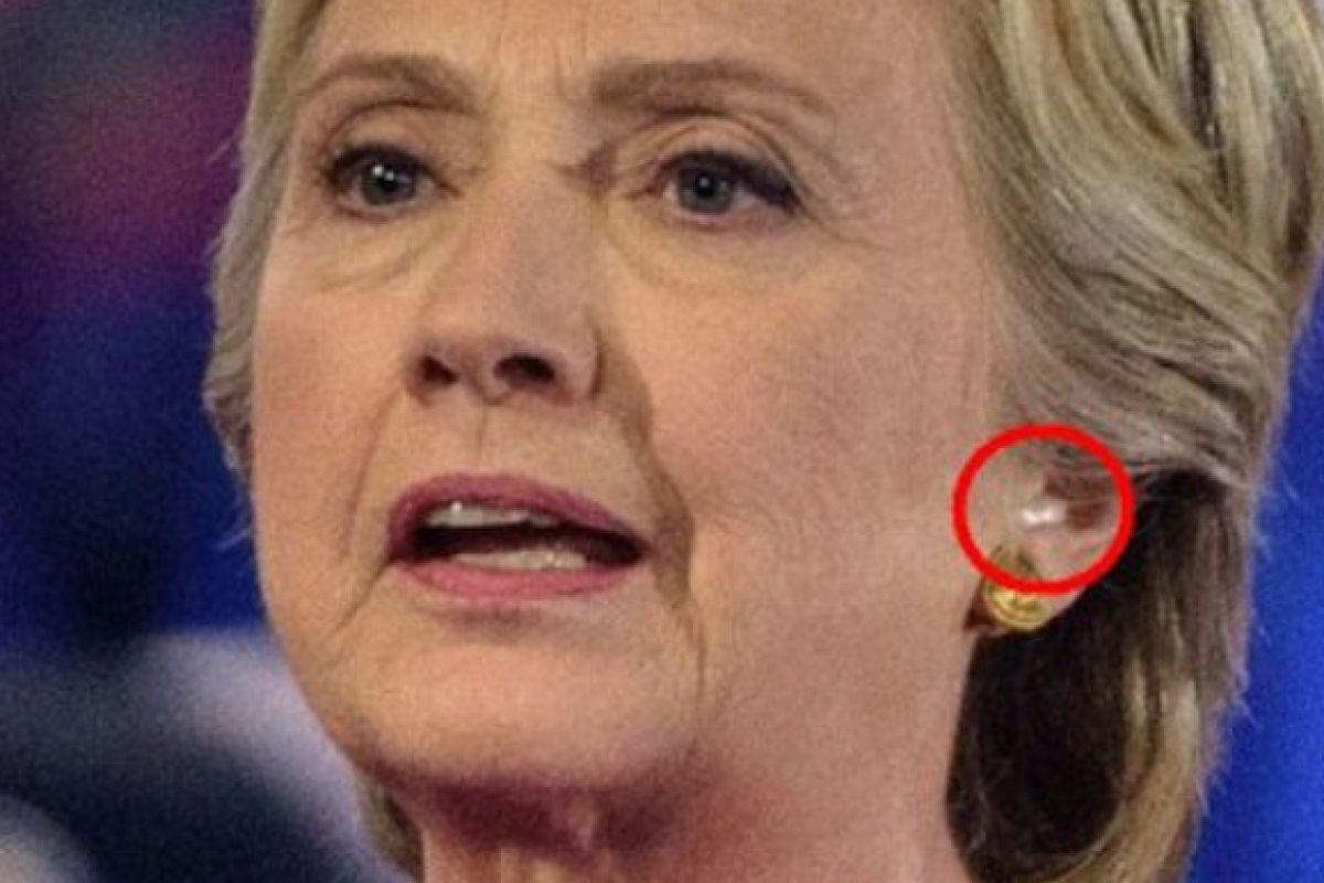Hillary Clinton, acuzată că a trişat la dezbaterea televizată cu Trump