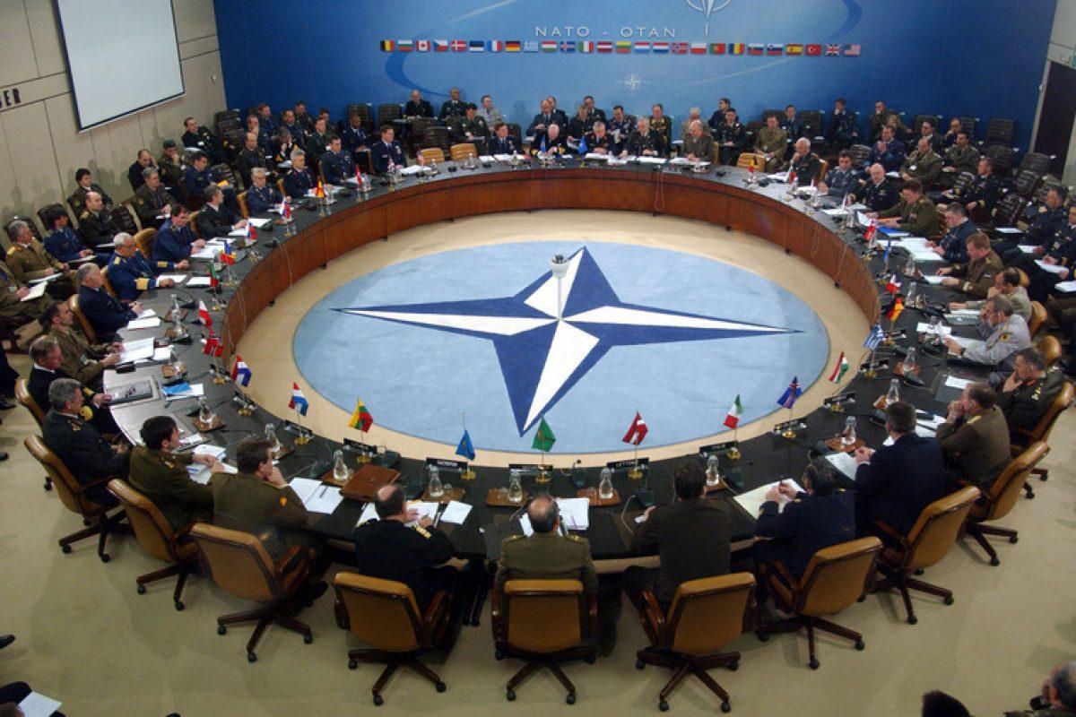 """Germania: Politica NATO, numită o """"autostrada către iad"""" într-un show de stand-up comedy politic"""
