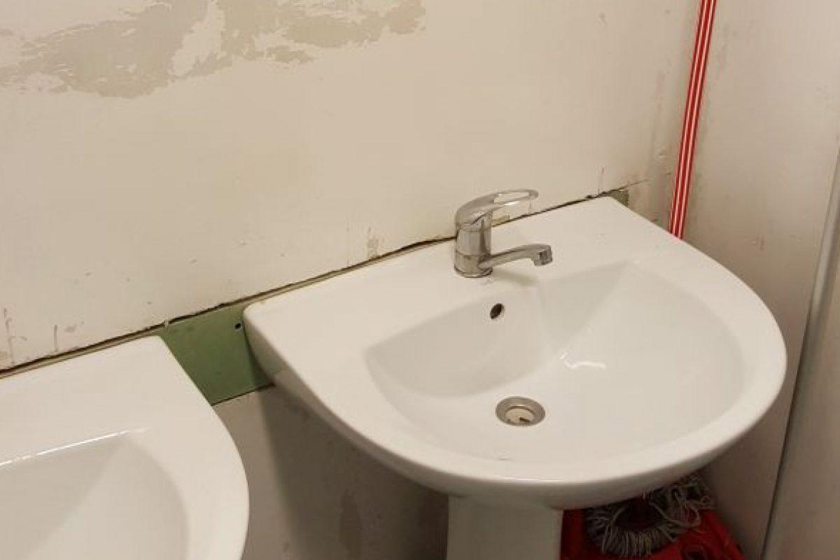 RADIOGRAFIA spitalelor bolnave: Rugină, pereţi găuriţi şi obiecte sanitare lipsă. Manager: O să înceapă să plouă în saloane. Banii îi am, dar fără avize eu nu pot începe renovarea