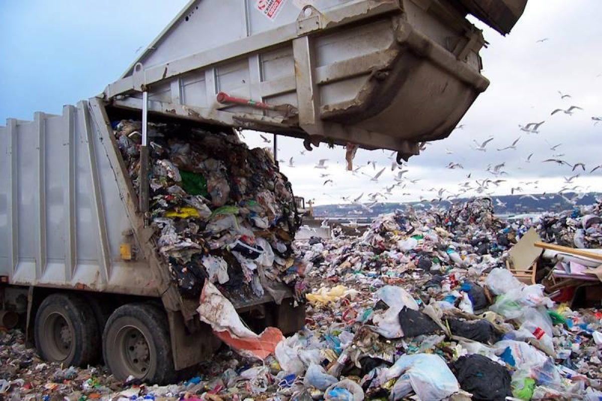 Tiruri cu sute de tone de deşeuri periculoase preluate din Germania, Austria ori Ungaria ajung la Buzau