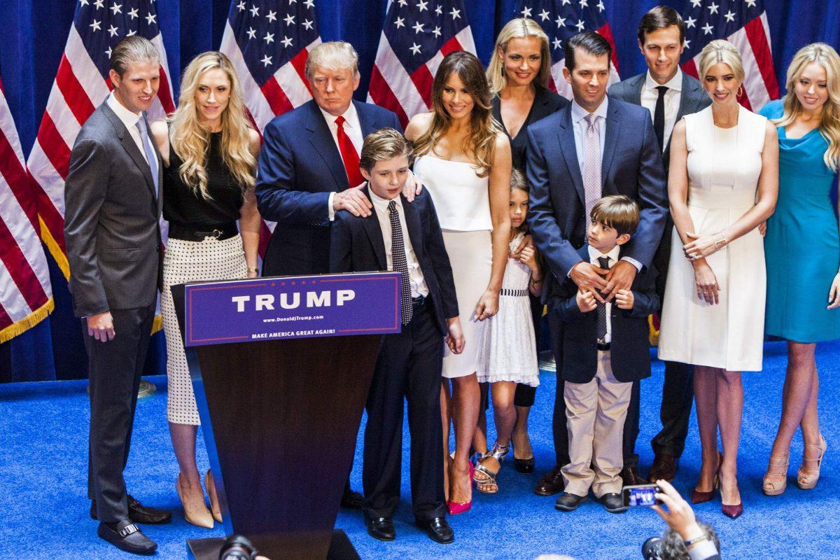 """Donald Trump a promis că se va ocupa de multe lucruri în prima sa zi ca președinte: """"Voi opri războiul pentru cărbune, voi abroga Obamacare, voi începe construcția zidului de la granița sudică și voi elimina imigranții criminali"""""""