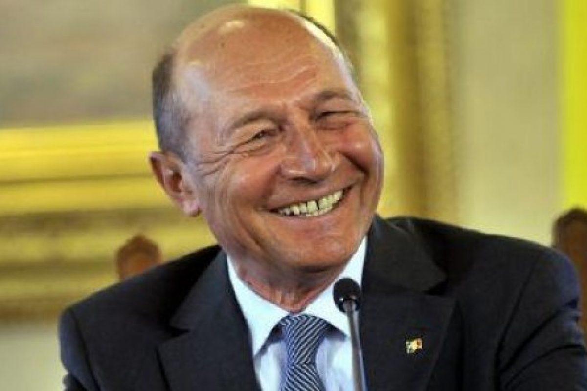 TRAIAN BĂSESCU  văzut de Valentin Nicolau, fost preşedinte al TVR Biografia unui presedinte – partea 1