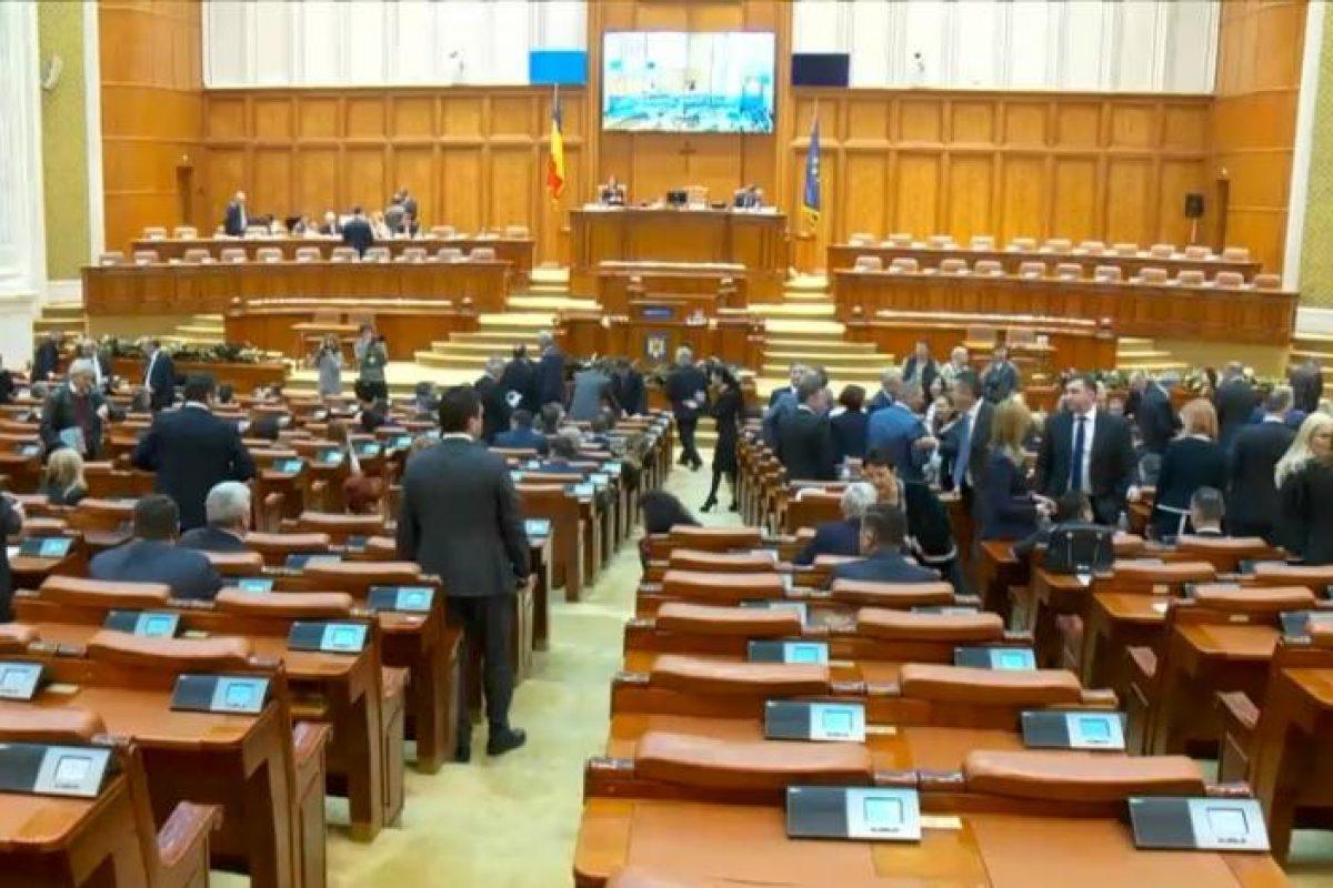 Cât încasează lunar un parlamentar