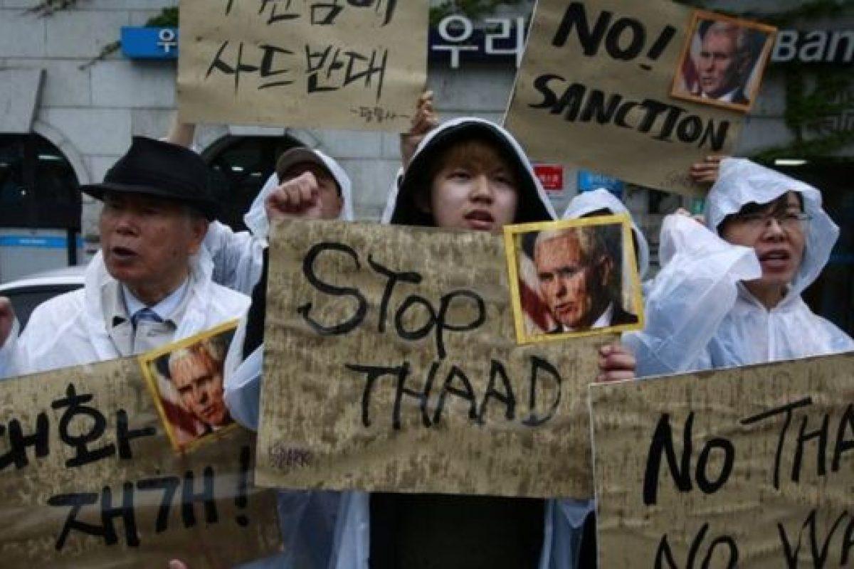 Sud Coreenii PROTESTEAZĂ împotriva instalării scutului antirachetă american. Ciocniri între manifestanți și forțele de ordine!