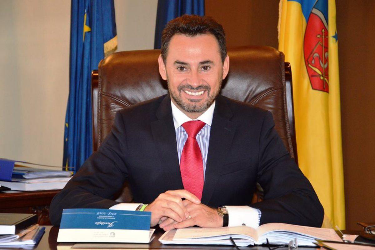 Gheorghe Falcă a transmis la Budapesta o ofertă de relocare la Arad a universităţii finanţate de Soros. Și primarul din Oradea vrea să aducă CEU în România