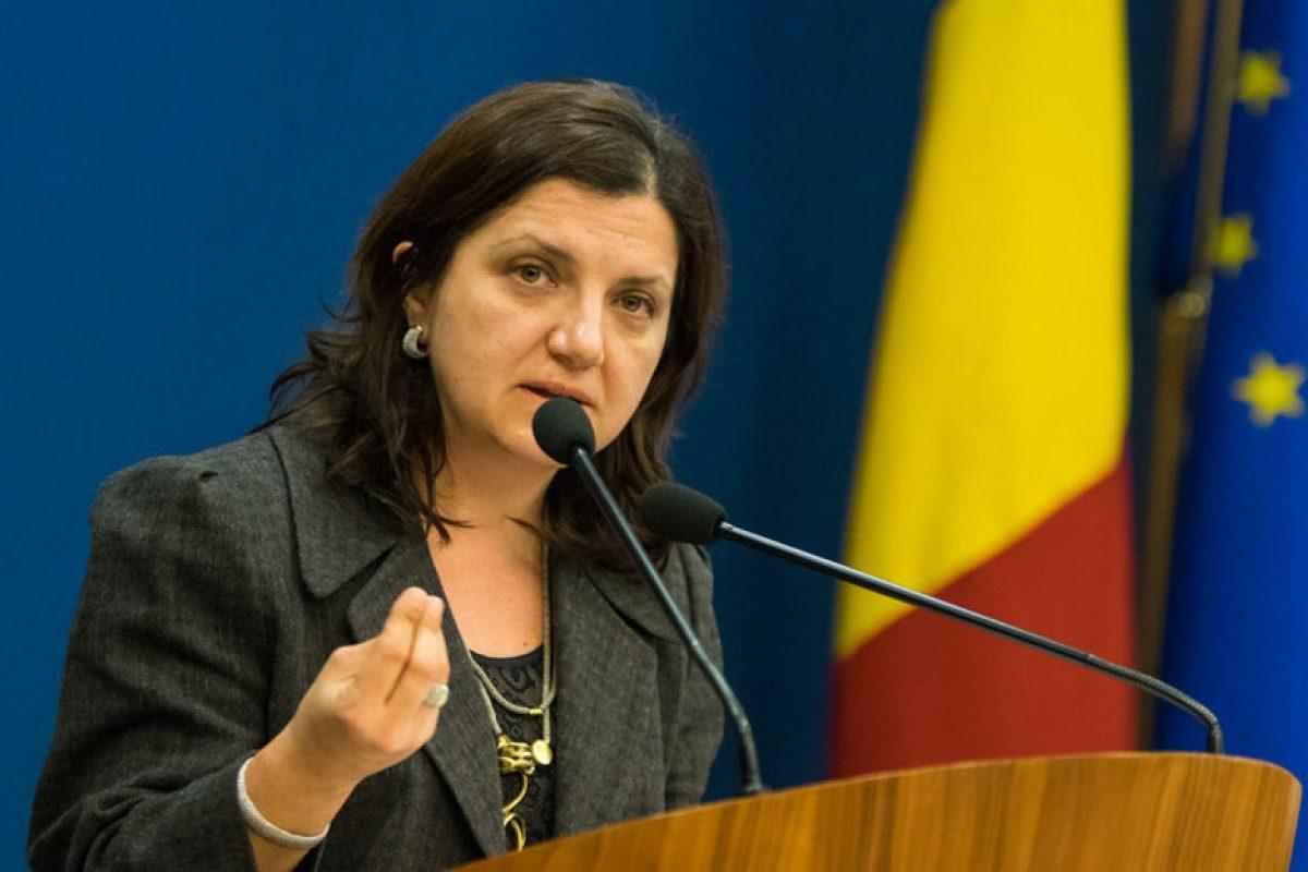 """Raluca Prună, mesaj pentru votantul PSD, """"un votant fie interesat de pensie, in genere un mediocru, fie ținut în lanțurile asistenței sociale, turmentat încă de dimineață, cu copii mulți pe care îi aruncă în lume"""""""