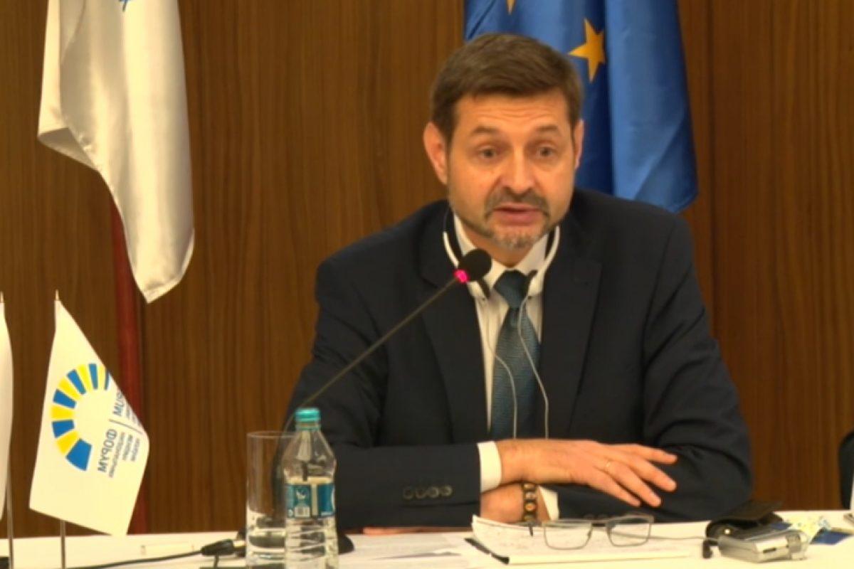 Naționaliștii ucraineni i-au tăiat microfonul reprezentantului românilor, la un Forum al minorităților desfășurat la Kiev, totul fiind transmis în direct la Bruxelles. MAE și Klaus Iohannis, fără reacție
