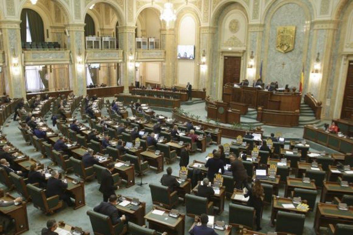 """Fără precedent. Statutul magistraților, votat """"pe lângă"""" Regulamentul Parlamentului"""