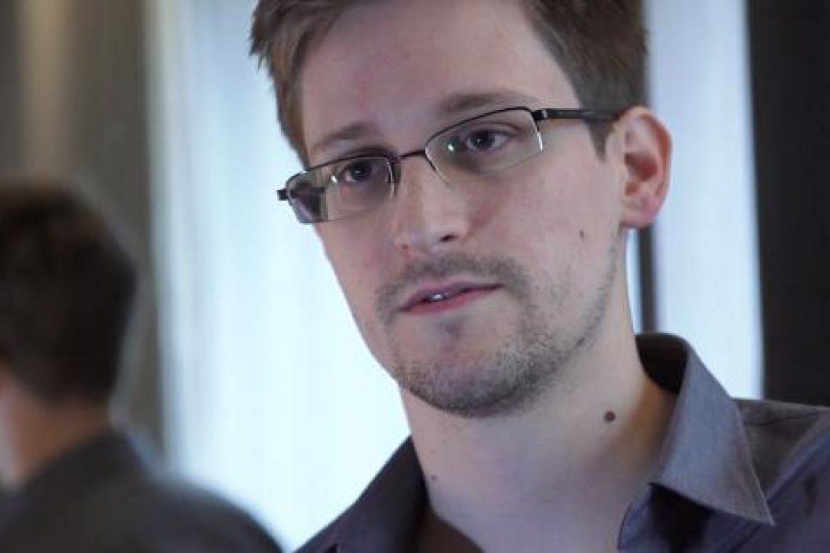 Edward Snowden face DEZVĂLUIRI CUTREMURĂTOARE despre Facebook: E o companie de supraveghere, mascată drept 'reţea socială'