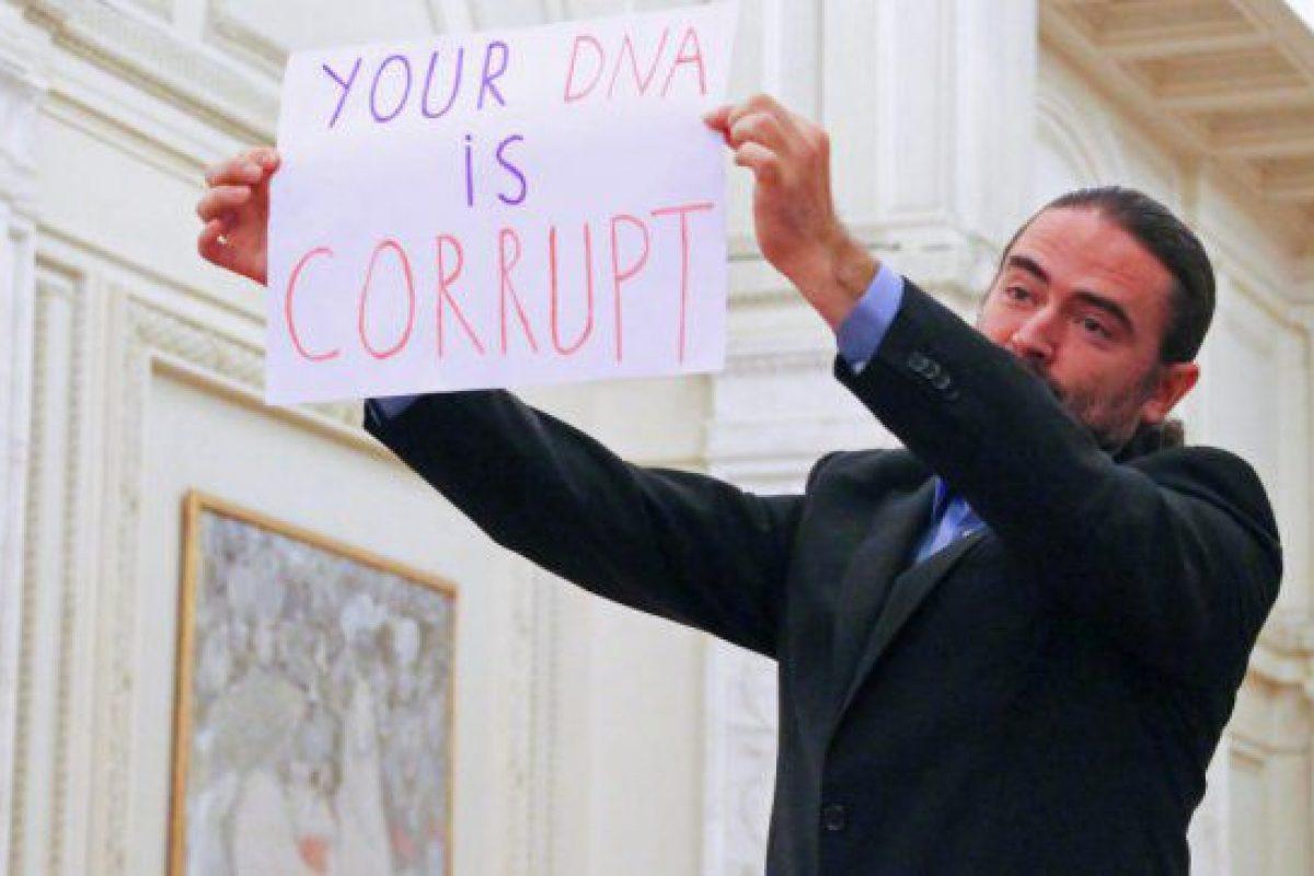 """Replica unui DEPUTAT pentru cele 12 ambasade: """"STOPAŢI exportul de CORUPŢIE dinspre țările dumneavoastră spre România"""""""