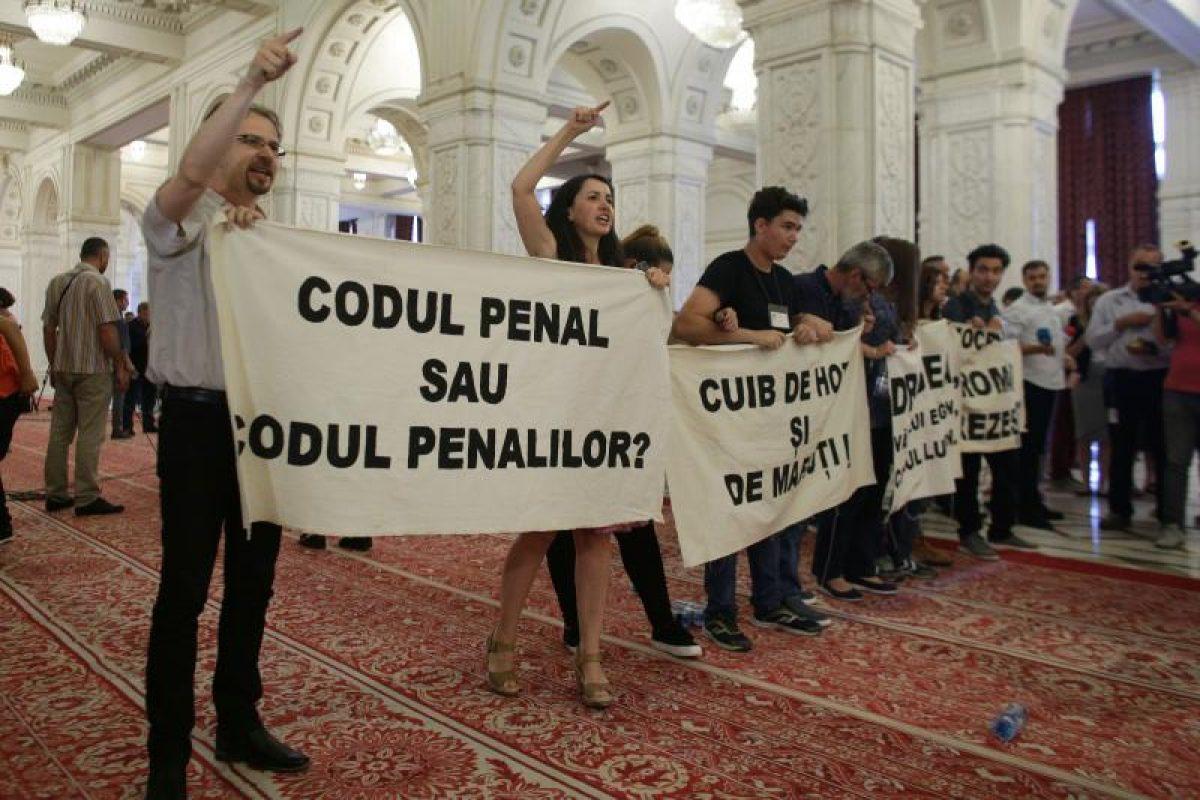 Controversatele modificări la Codul penal, adoptate.