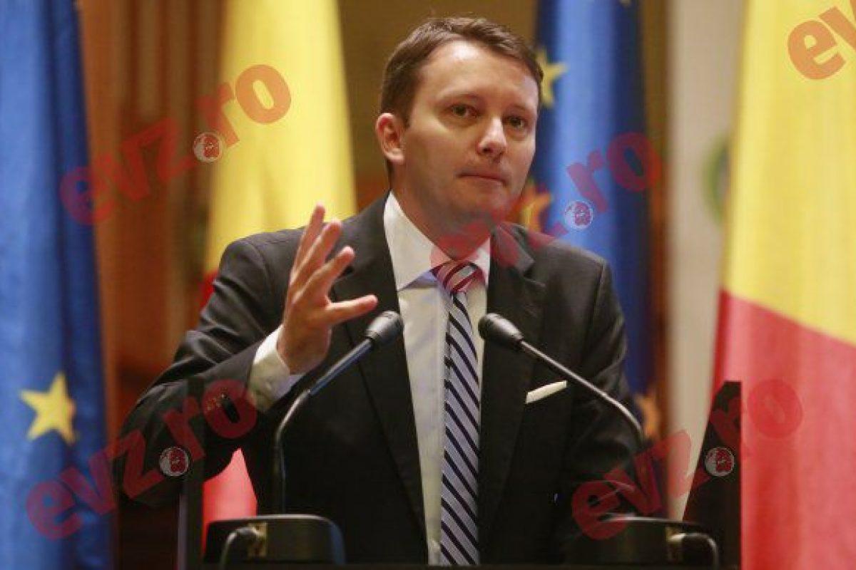 Siegfried Mureșan, tânăra speranță a lui Băsescu, marele trădător al intereselor naționale. Partidele au pus în mâna unor politicieni toporul călăilor care execută România