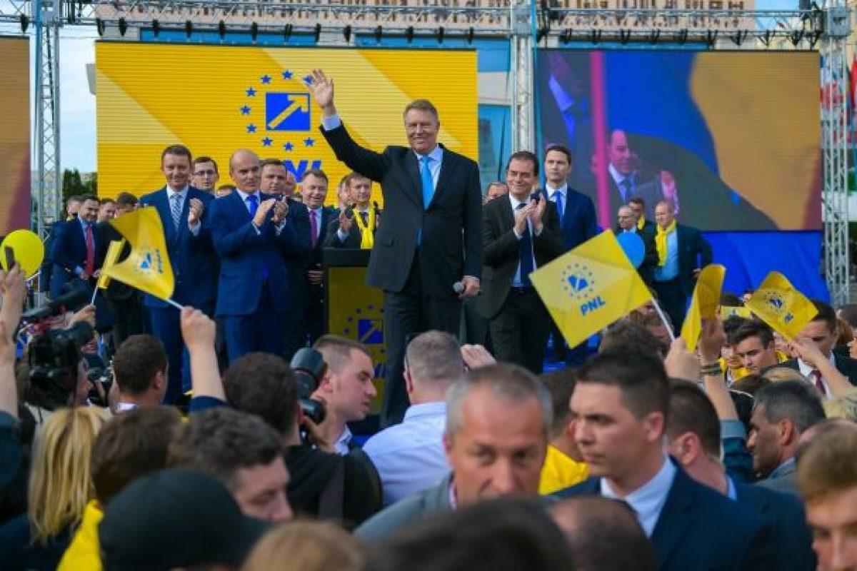 MERITOCRAȚIE marca PNL: Liberal de 27 de ani, 'UNS' director la Apele Române Maramureș, unde mama lui lucrează de 26 de ani, iar unchiul e inginer